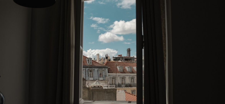 window-4605938_1920