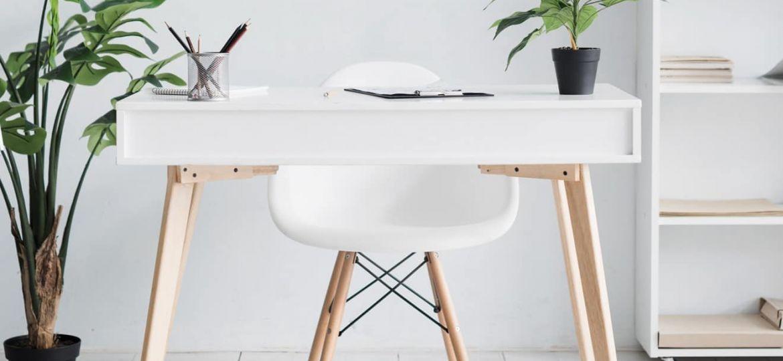 Mesa para trabalhar sentado.