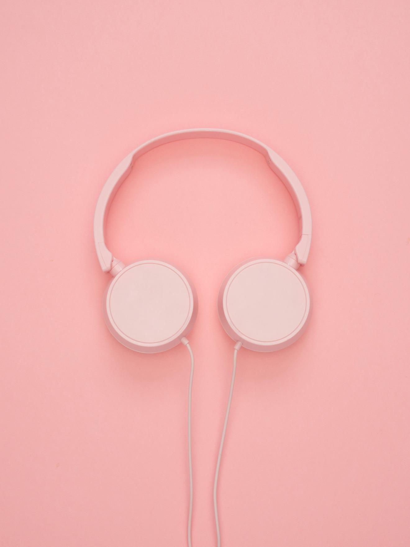 headphones usados para transcrever também falsos amigos