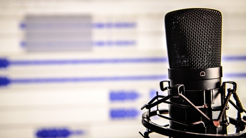 microphone-338481_960_720